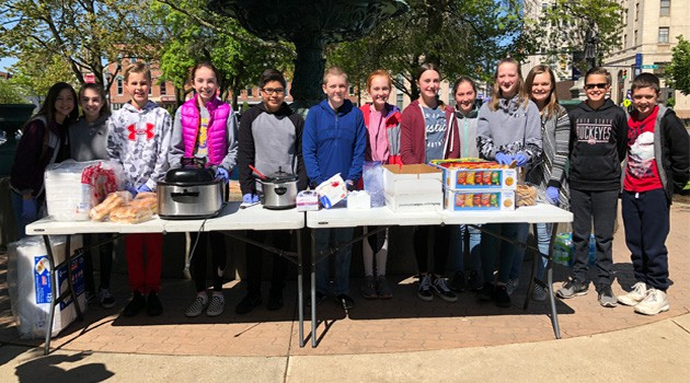 Eastern Students Provide Lunch on the Square